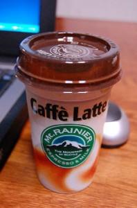 スケさんが町娘に買ってきたコーヒー飲料。