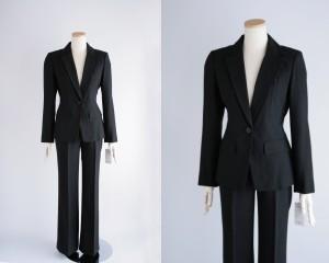 最近のリクルートスーツは黒が主流らしい…