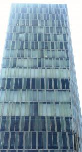 こういうビルのなかの何社ぐらいの企業が、新卒採用に疑問を抱いているのだろう。