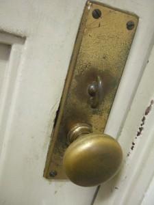 たくさんの学生が、このドアを開けてやって来る。